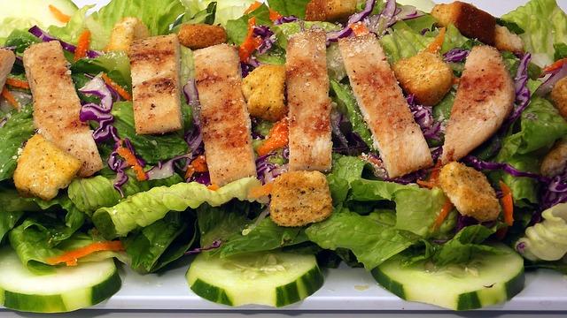 sådan laver du cæsar salat
